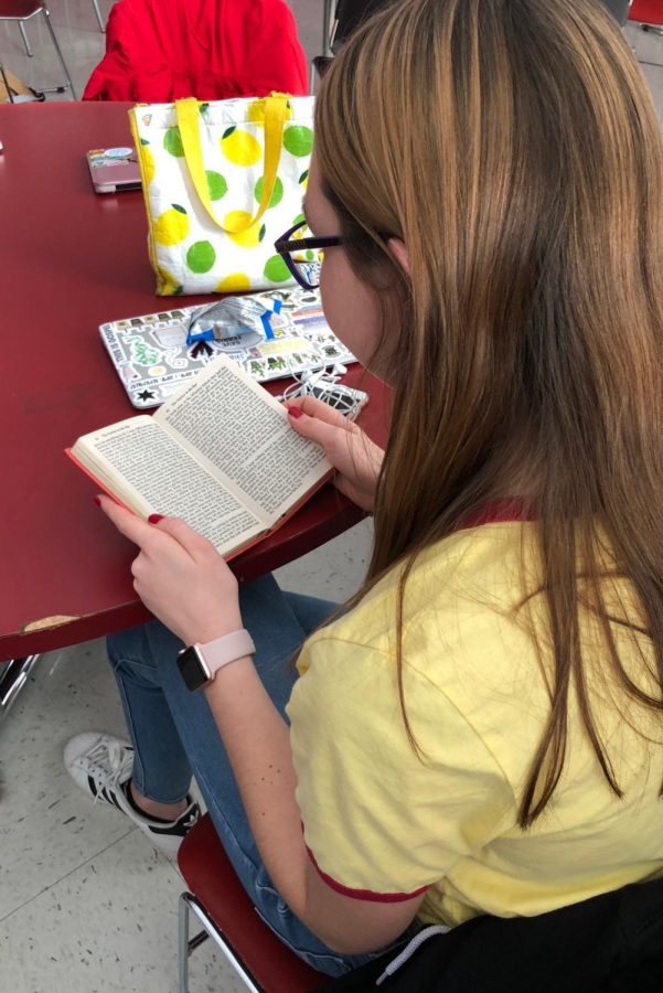 Common+required+reading+books%2C+such+as+Catcher+in+the+Rye%2C+don%27t+appeal+to+every+student.+Sophomore+Bridgette+Caufield+is+seen+here+reading.